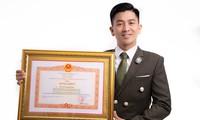 Thầy giáo, ảo thuật gia Nguyễn Phương gây bất ngờ khi nhận bằng khen của Thủ tướng