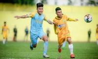 Cuộc so tài bất phân thắng bại giữa Hòa Bình và Vĩnh Yên ở giải hạng Nhì quốc gia, diễn ra vào ngày 4/5/2021. Ảnh: SGGP.