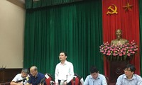 Ông Phạm Quý Tiên, Chánh văn phòng UBND thành phố trả lời báo chí