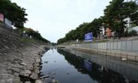 Hà Nội: Sông Tô Lịch trở lại đen kịt, bốc mùi, cá chết nổi