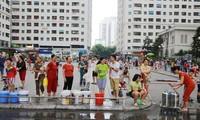 Hà Nội hỗ trợ nước sạch 24/24h cho người dân sau sự cố ô nhiễm nước sông Đà