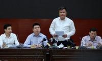 Đại diện lãnh đạo sở, ngành Hà Nội không trả lời câu hỏi về thông tin tỷ phú Thái Lan mua cổ phần Nhà máy nước mặt sông Đuống. Ảnh: Hoàng Mạnh Thắng