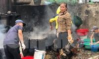 'Lò mổ' nhếch nhác, mất vệ sinh bùng phát ở chợ đầu mối Hà Nội