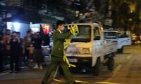Cận cảnh thời khắc gỡ lệnh cách ly ở phố Trúc Bạch