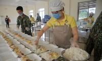 Bữa ăn cho người cách ly Covid-19 ở trường Quân sự - Bộ Tư lệnh Thủ đô Hà Nội