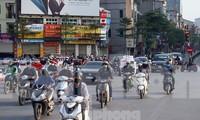 Người dân Hà Nội ra đường trong những ngày cách ly xã hội