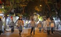 Hà Nội vừa mở rộng không gian phố đi bộ trong khu phố cổ, kết nối với không gian đi bộ quanh hồ Hoàn Kiếm. Ảnh: Duy Phạm