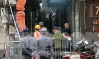 Lực lượng chức năng phong tỏa con ngõ nơi xảy ra vụ cháy khiến 4 thanh niên tử vong. Ảnh: Thanh Hà