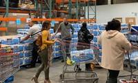 Người Mỹ không đeo khẩu trang đi siêu thị, dù dịch Covid-19 tại đây đang diễn biến rất phức tạp