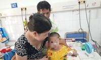Phẫu thuật nang ống mật 'to bằng nắm tay' cho trẻ 2 tháng tuổi bằng… 3 lỗ tí hon