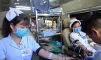 Y bác sĩ BV quận Thủ Đức tham gia hiến máu nhân đạo