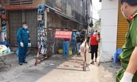 Phong tỏa khu dân cư ở Q.12 (ảnh: Ngô Bình)