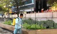 Đường hoa Nguyễn Huệ được phun khử khuẩn phòng COVID-19 hàng ngày