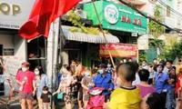 Người dân vui mừng khi được gỡ phong tỏa (ảnh:HCDC)