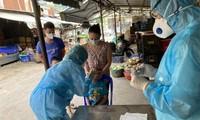Xét nghiệm COVID-19 tại chợ đầu mối (ảnh: HCDC)