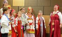 Thanh niên Việt - Nga trình diễn nét đặc sắc văn hoá dân tộc