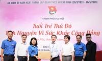 Hội Thầy thuốc trẻ tặng khẩu trang, đồ bảo hộ cho y bác sĩ tuyến đầu chống dịch