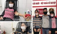 Gia đình chị Bình hiến máu tại Viện Huyết học và Truyền máu Trung ương ngày 7/4