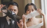 Cô dâu chú rể đeo khẩu trang chụp ảnh cưới trong mùa dịch COVID-19