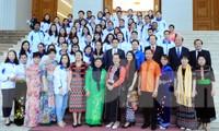 Phó Thủ tướng gặp gỡ 63 giáo viên dân tộc thiểu số