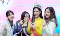 Hoa hậu Đỗ Thị Hà trở lại trường đại học với tà áo dài duyên dáng