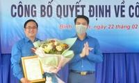 Anh Nguyễn Ngọc Lương trao quyết định đi thực tế cơ sở tại Tỉnh Đoàn Bình Thuận