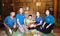 Áo xanh vào bếp soạn 'bữa cơm yêu thương'