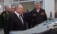 Tổng thống Putin đang xem xét một thiết kế tàu sân bay mới của hải quân Nga