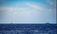 Tàu USS Barry phóng tên lửa SM-2
