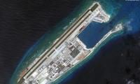 Các công trình Trung Quốc xây trên Đá Chữ Thập thuộc quần đảo Trường Sa của Việt Nam (AP)