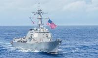 Khu trục hạm Mỹ trong một lần đi qua biển Đông