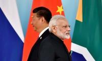 Chủ tịch Trung Quốc Tập Cận Bình và Thủ tướng Ấn Độ Narendra Modi tham dự buổi chụp ảnh nhóm trong Hội nghị thượng đỉnh BRICS tại Trung tâm Triển lãm và Hội nghị Quốc tế Hạ Môn ở Hạ Môn, Phúc Kiến ngày 4/9/2017