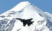 Tiêm kích Ấn Độ bay trên vùng trời Ladakh, thuộc bang Jammu và Cashmir