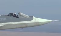 Chiếc Su -57 bay mà không có vòm kính buồng lái