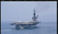 Tàu sân bay USS Midway năm 1981, nay là bảo tàng nổi neo đậu ở New York