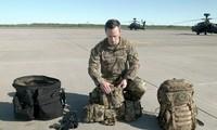 Phi công trực thăng Apache mang theo gì lúc nhảy dù, sau khi máy bay bị bắn hạ?