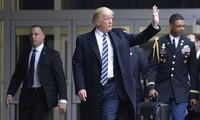 """Một phụ tá quân sự Mỹ mang theo """"túi khẩn cấp của tổng thống"""""""