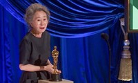 Youn Yuh Jung làm nên lịch sử khi giành giải Oscar 'Nữ diễn viên phụ xuất sắc nhất'