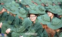 Nữ sinh viên trong màu áo lính: Mồ hôi xen lẫn nụ cười