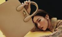 """Seulgi (Red Velvet) diện trang phục Salvatore Ferragamo chuẩn hình mẫu của các nam thần tượng """"người gặp người yêu"""""""