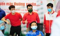 Các nghệ sĩ Lan Hương, Tự Long, Xuân Bắc cùng tham gia hiến máu mùa COVID-19