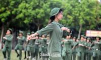 Ngắm nhìn nữ sinh Học viện Nông nghiệp hăng say tập đội ngũ