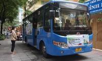 Cận cảnh 'đi chợ' trên xe buýt lưu động ở TPHCM