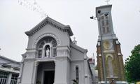 Cận cảnh nhà thờ cổ gần 100 tuổi của gia đình Nam Phương hoàng hậu