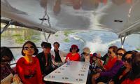 Du lịch sông Sài Gòn hút khách dịp cận Tết