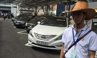 """Chợ xe cũ """"kiểu Mỹ"""" trong ngày khai trương tại TPHCM với từng chiếc ôtô có niêm yết giá từ vài trăm triệu đến hơn 1 tỷ đồng. Ảnh: Quốc Ngọc"""