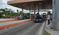 Trạm BOT Sóc Trăng: Tài xế lao xe vào barie, tháo dải phân cách