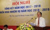 Bộ trưởng Phùng Xuân Nhạ phát biểu trong hội nghị tổng kết năm học 2017-2018, triển khai nhiệm vụ năm học 2018-2019. Ảnh: Như Ý