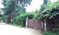 Mảnh đất của gia đình ca sĩ Mỹ Linh được xây dựng tường rào kiên cố bao quanh