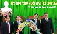 Lãnh đạo thành phố Cần Thơ chúc mừng đồng chí Võ Thành Thống và đồng chí Lê Quang Mạnh.